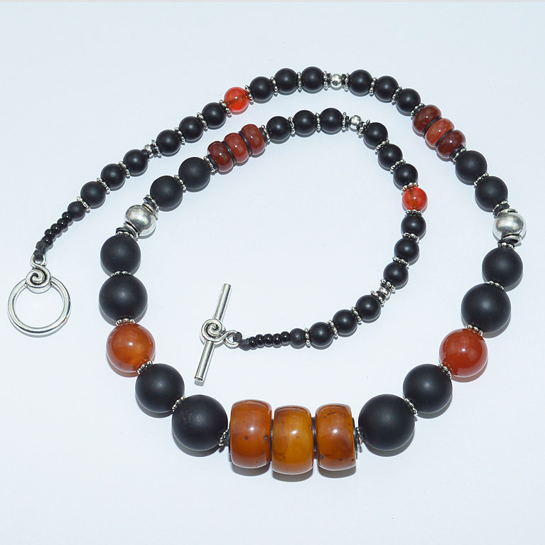 Onyx and amber bead necklace