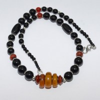Vintrage amber, onyx and carnelian necklace